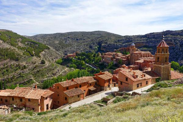 Start out from Valencia to discover the medieval streets of Albarracin.