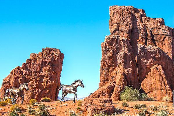 St George Utah Bronze Horses Traffic Circle Mustangs by local artist Ed Hlavka
