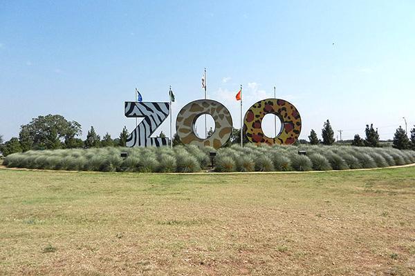 The theme-coloured entrance to the zoo in Abilene, Texas