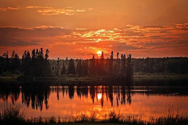 Enjoy the beauty of sunset in Thunder Bay.