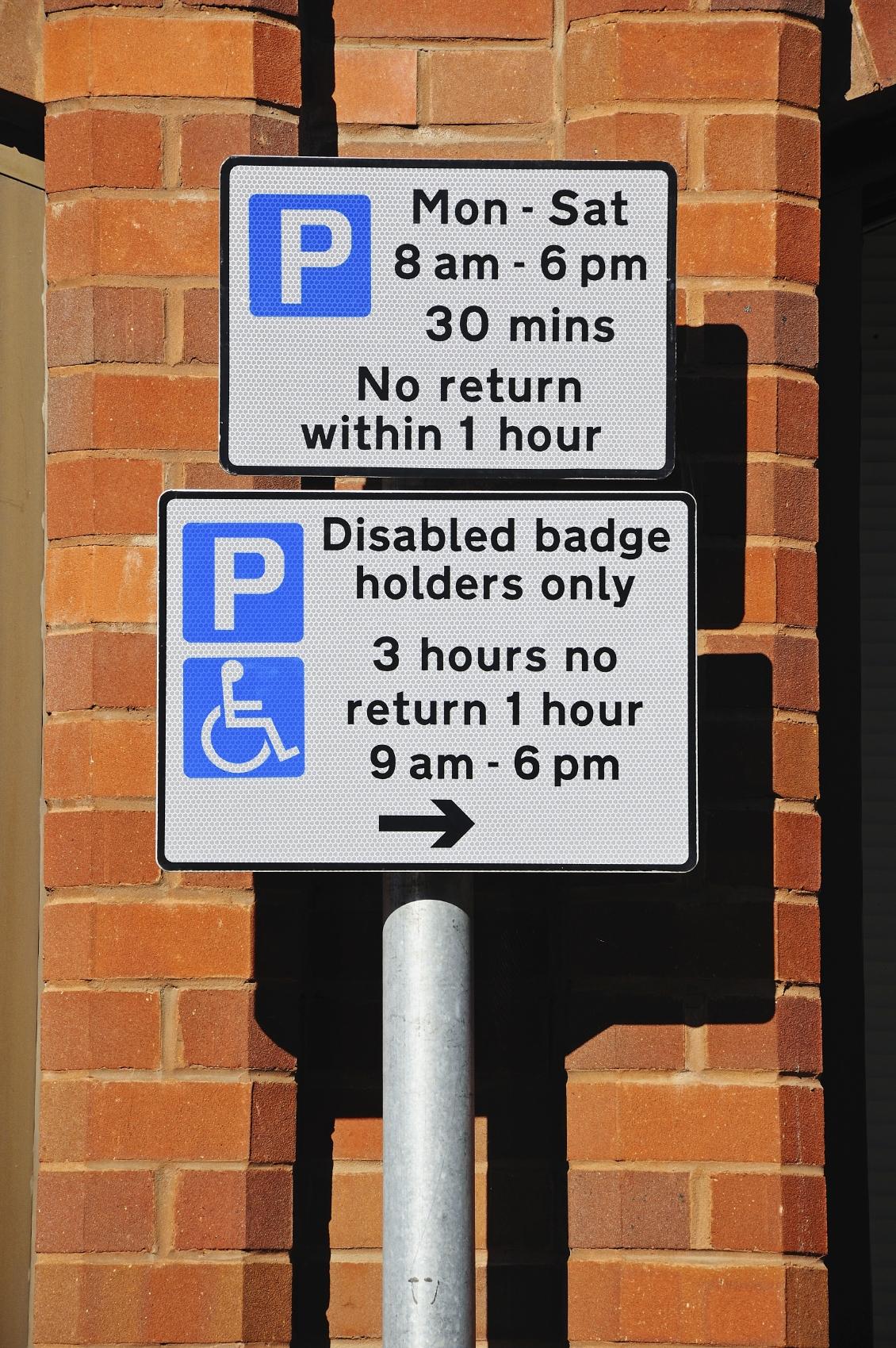 Beschreibung: ukparkingsign.jpg