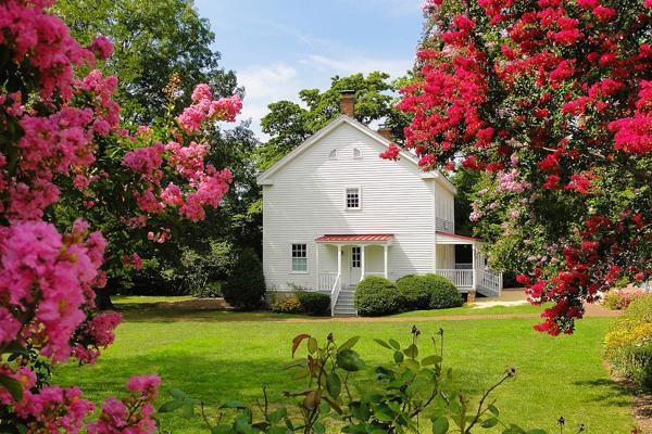 Flowers bloom outside of the Freeman House Store and Museum in Vienna, Virginia