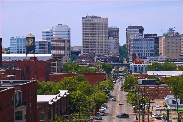 Richmond downtown sits just steps away from art galleries, boutiques and restaurants.