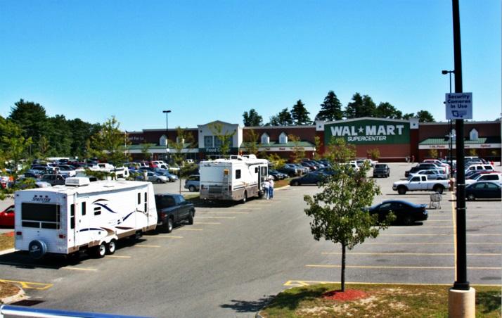 沃尔玛超市停车场